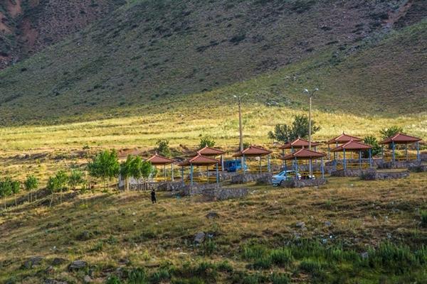 سامان دهی و تامین زیرساخت های کمپ گردشگری اسبفروشان شهرستان سراب