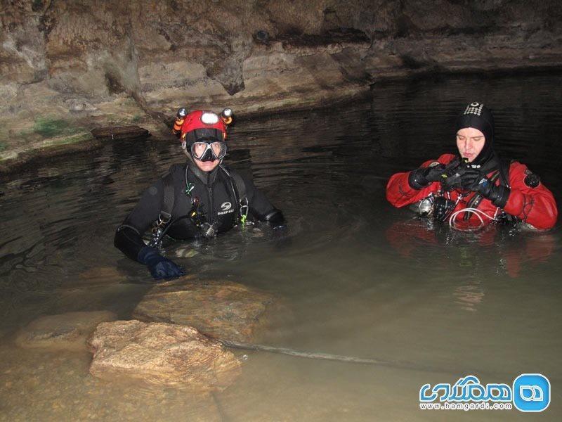 غار نوردی با طعم غواصی در غار سراب