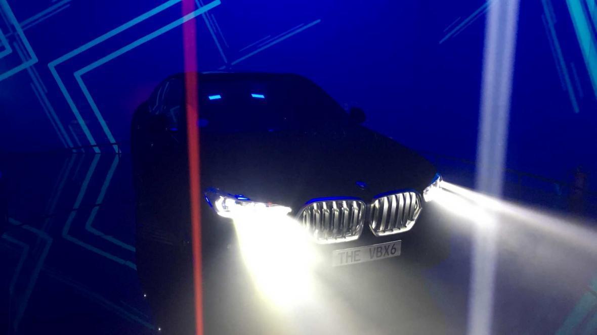 تصاویری از رونمایی مشکی ترین خودروی جهان توسط بی ام و