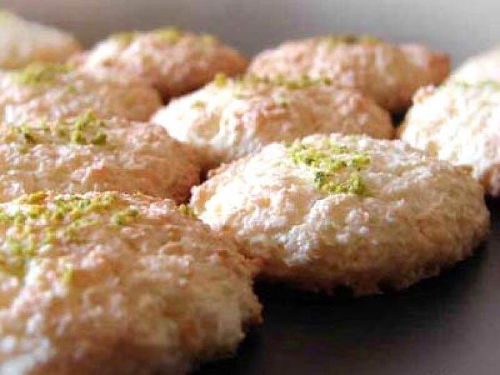 آشنایی با روش تهیه شیرینی نارگیلی به سبک جدید