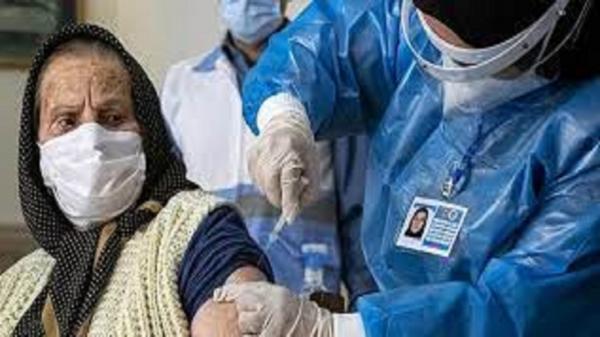 واکسینه شدن بیش از 860 سالمند بالای 80 سال در شهرستان فامنین